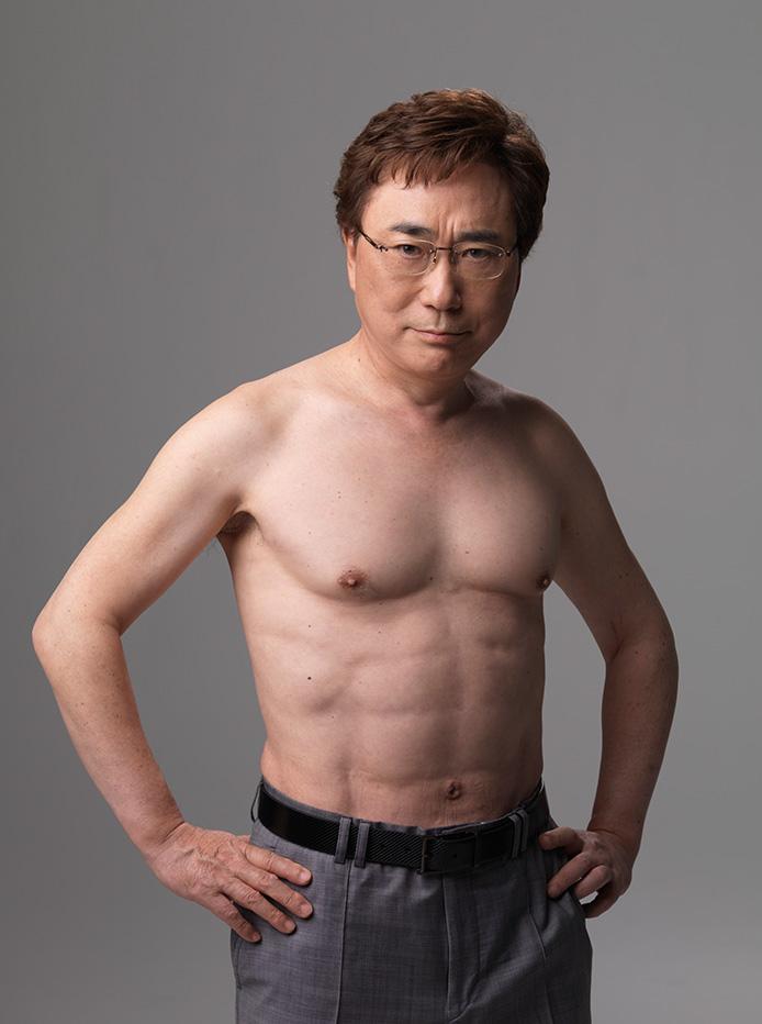 高須 院長 腹筋 来年の夏には間に合う。お腹を人工的にシックスパックに割る手術